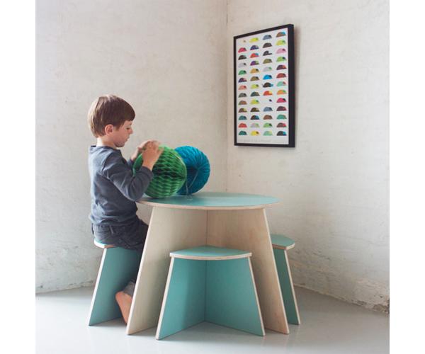 シンプルなカタチだからこそ、いろいろな使い方ができそうなこども用テーブル『CIRCLE』