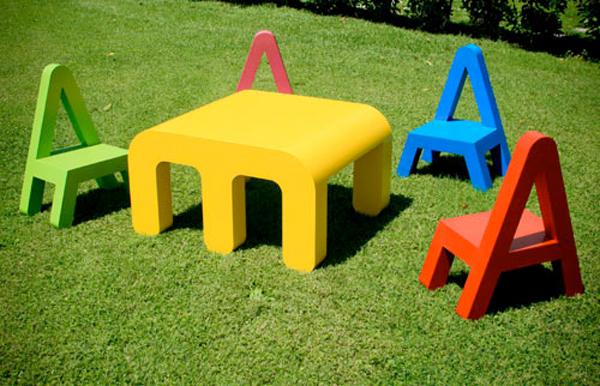アルファベットをモチーフにしたこども用の家具『letters_ m.a.g.i.s.』