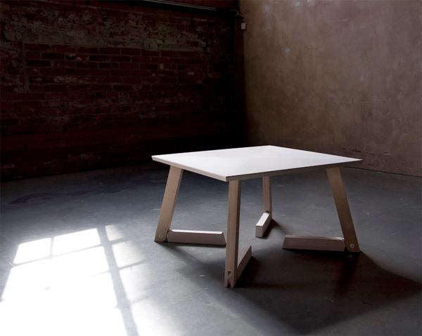 脚のたたみ方がバンビ!なテーブル『Bambi』