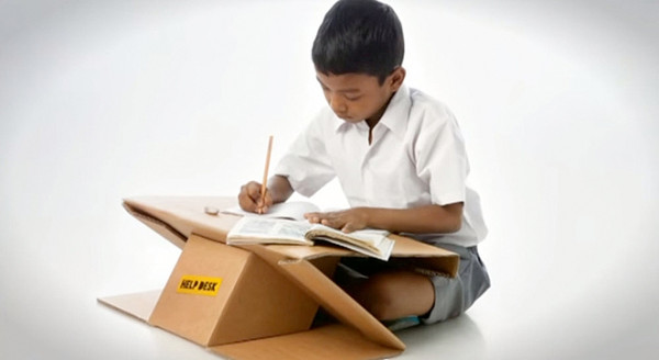 リサイクル段ボールで作った学習机『Help Desk』がすごい!