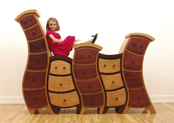 まるでアニメの世界に出てきそうなたのしい家具