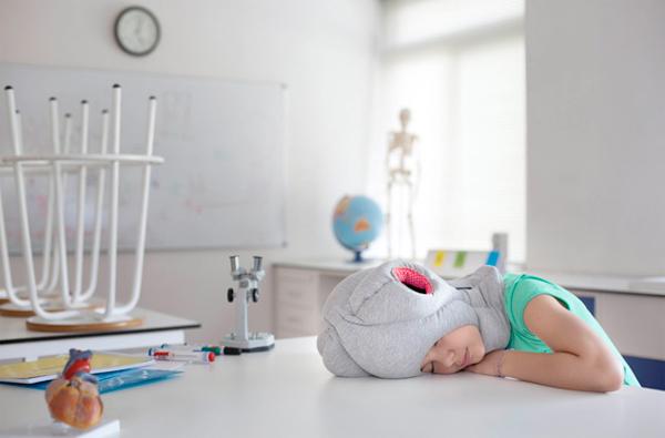 うたた寝のお供に…『Ostrich Pillow Junior』