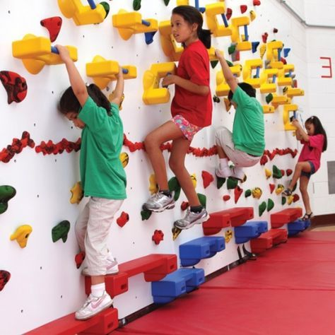 出典:Adaptive Panel 8 foot High with Holds 1 Panel with mats . Dun Rite Playgrounds