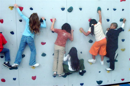 出典:https://kidoinfo.com/the-kids-are-climbing-the-walls/